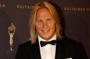 Sami Kuronen poistui yökerhosta Susanna Rasilaisen kanssa.