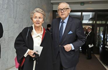 Eeva ja Martti Ahtisaari käyttävät valtion palveluita.