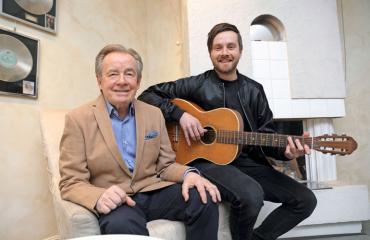 Teppo Ruohosen poika Oskari on myös muusikko.