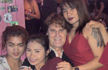 Reetu etsii naista Aasiasta.