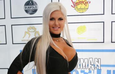 Sophia Vegas poisti kylkiluitaan.