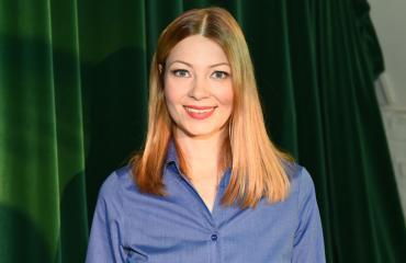 Niina Koponen toi miehensä ensi-iltaan.