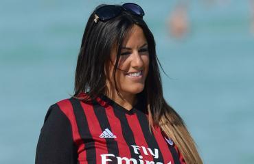 Claudia Romani leikki pallolla.