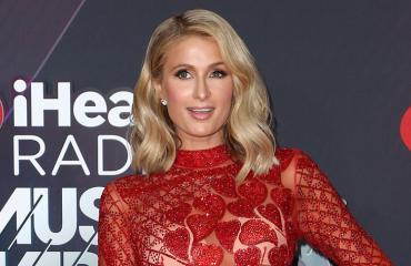 Paris Hilton kohautti jatkoilla.