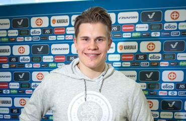 Jesse Puljujärvi pysäköi huolimattomasti.