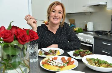 Milana Misic kokkasi Seiskalle äitienpäivän aterian.