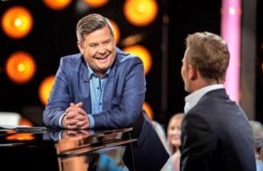 Janne Kataja juontaa Napakymppiä.