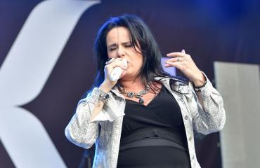 Kaija Koo esiintyi Iskelmä-festivaaleilla.