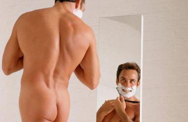 Moni mies trimmaa partansa.