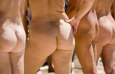 Nudismiin suhtaudutaan avoimesti Pariisissa.