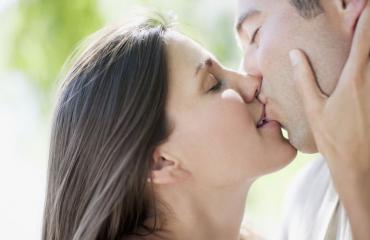 Jotkut taudit tarttuvat suudellessa.