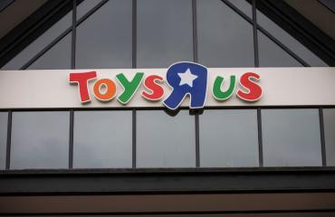 Miljonääri osti lapsille leluja.