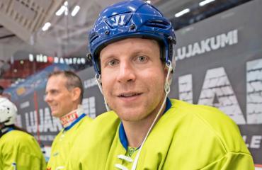 Leo Komarov muuttaa uuteen paikkaan.