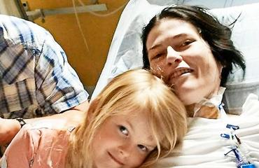 Sophie syntyi keskenkasvuisena Linn-äitinsä sairauden takia.