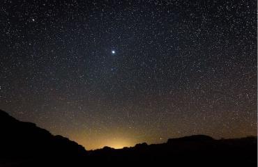 Rakkautta voi julistaa tähtitaivaalla asti.