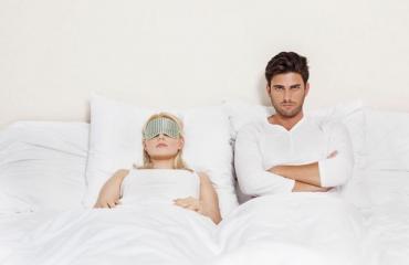 Mies elää seksittömässä liitossa.