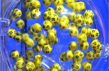 Mies voitti lotossa 14 kertaa.