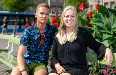 Iina Karinen ja Ismo Poutiainen lähettävät terveisiä Päivi Räsäselle.