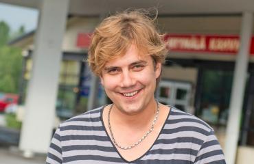 Antti Ketonen on Neljänsuoran laulaja.