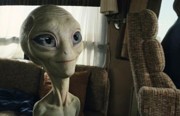 Ihmiset kohtaavat avaruusolennon elokuvassa Paul.