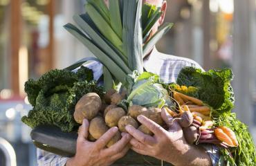 Keski-ikäinen mies saattaa ryhtyä vegaaniksi.