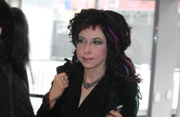 Sofi Oksanen kuherteli metrossa.