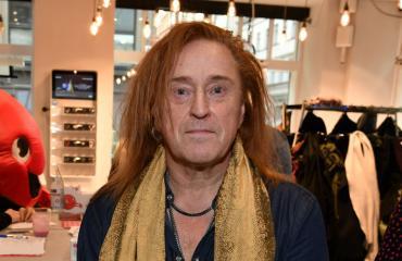 Tommi Läntinen osti meikkejä.
