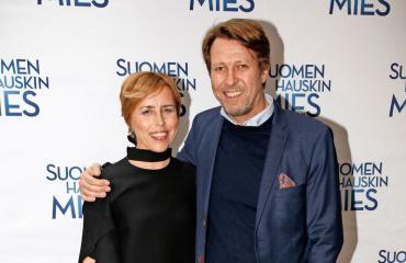 Martti Suosalo panostaa vaimonsa elokuviin.