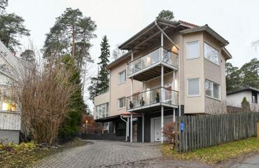 Antti Alastalon talon pihalla liekit roihusivat.