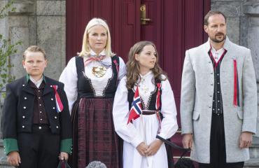 Norjan kruununprinssipari Haakon ja Mette-Marit, prinssi Sverre ja prinsessa Ingrid