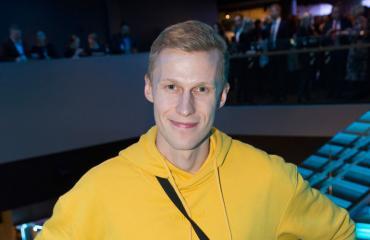 Roni Bäck tapaa maailmantähtiä.