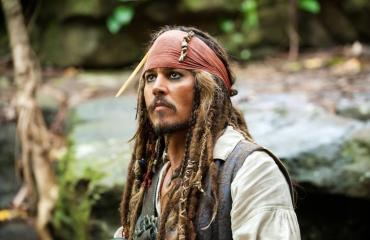 Jack Sparrow nähdään Pirates of the Caribbean-elokuvassa.