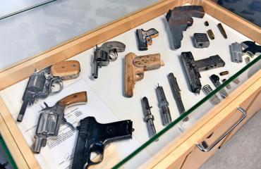 Saramäen vankilassa on takavarikoitu aseita.