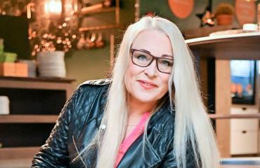 Anne Sällylä veti jumppaohjelmaa.