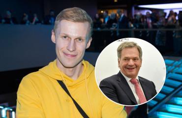 Roni Bäck kohtasi Sauli Niinistön lentokoneessa.