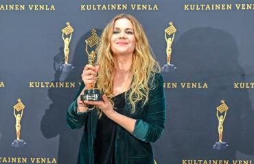 Pihla Viitala palkittiin Karppi-sarjasta.