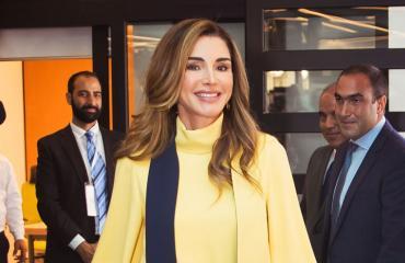 Jordanian kuningatar Ranian vaatekaappi puhuttaa.