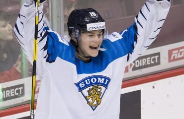 Rasmus Kupari seurustelee Jasmiina Turusen kanssa.