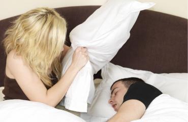 Kumppanin kanssa nukkumisessa on haasteensa.