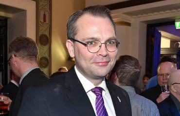 Jussi Niinistö kahvitteli Töölössä.