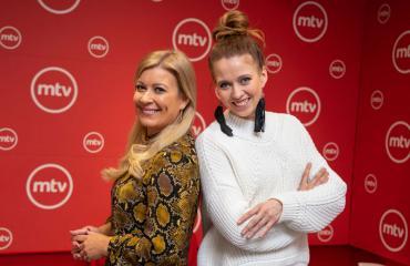 Kirsi Alm-siira ja Nina Rahkola addiktoituvat televisiosta.