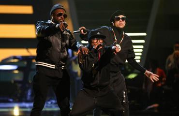 The Black Eyed Peas plagioi suomalaistaiteilijan hahmot.