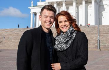 Courtney Hope vieraili Suomessa rakkaansa kanssa.