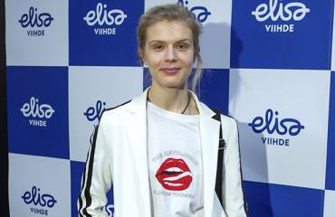 Alina Tomnikov menee kesällä naimisiin.