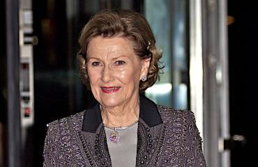 Kuningatar Sonja käyttää samaa reppua.