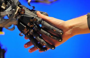 Ihmiset kiintyvät robotteihin.