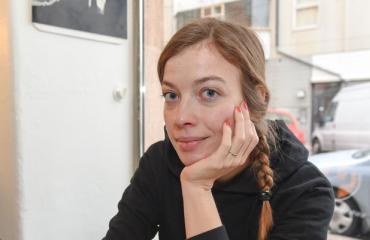 Li Andersson kuherteli junassa uuden rakkaansa kanssa.