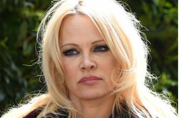 Pamela vieraili vankilassa tapaamassa Assangea