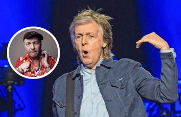Youth soittaa duossa Paul McCartneyn kanssa.