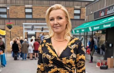 Mari Perankoski tähdittää Sipoon herttua -sarjaa.